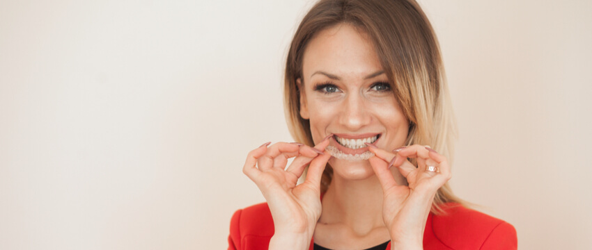 Invisible Braces vs Metal Braces – Understand the Pros and Cons